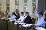 APRUEBAN PERMANENCIA DEL ALCALDE HASTA EN TANTO DICTAMINA EL CONGRESO SOBRE SOLICITUD DE LICENCIA.