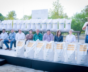 Entregan semillas de avena forrajera y zacate Rygrass a productores agrícolas de Piedras Negras