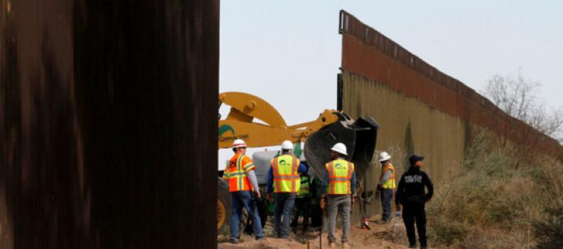 Aplaza Trump construcción del muro en California