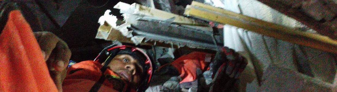 Rescatistas acuñenses siguen trabajando en desastre por sismo, subsisten con apoyo económico de amigos