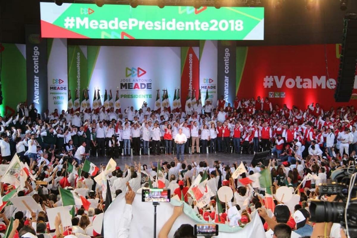 Entre acarreados cierra campaña Meade en Coahuila