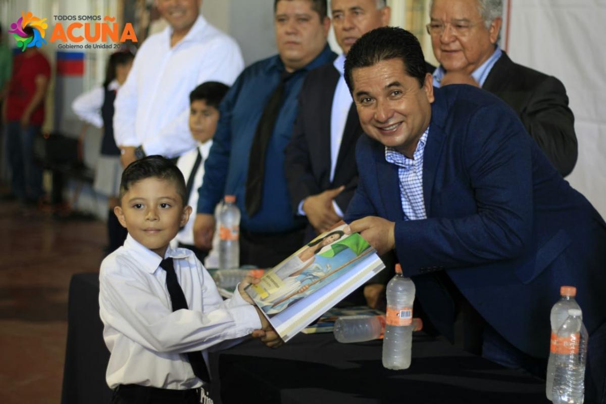 INAUGURA ALCALDE Y LA PRESIDENTA DEL SISTEMA EL CICLO ESCOLAR 2018-2019.