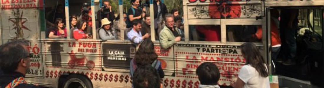 Hacen 'corruptour' en la CDMX: visitan Estela de Luz, el Senado, la Casa Blanca
