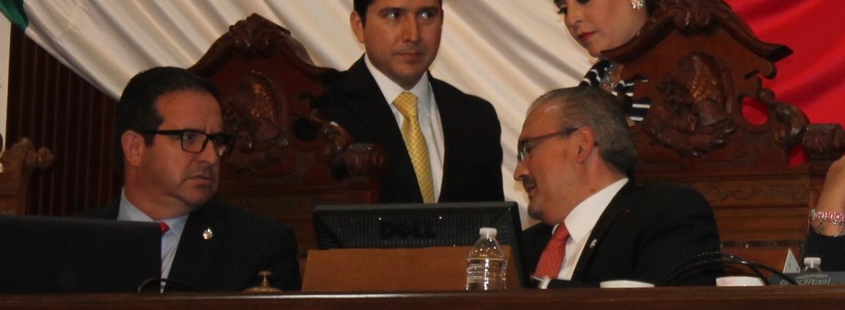 Diputado Luis Gurza hace campaña desde tribuna