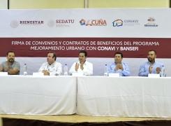 FIRMAN CONVENIOS Y CONTRATOS BENEFICIARIOS DEL  PROGRAMA DE MEJORAMIENTO URBANO.