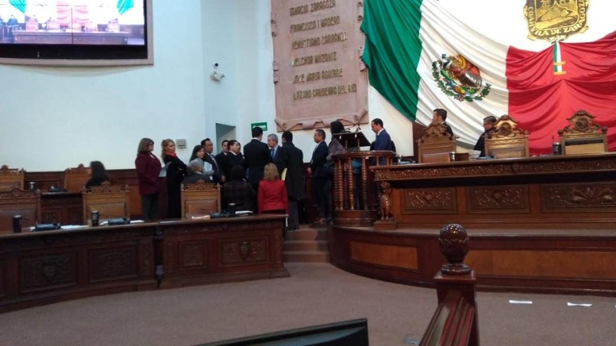 Suspenden sesión de Coangreso por considerar inválidos acuerdos de Junta de Gobierno