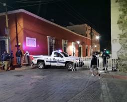 Policías desalojan a maestros de Plaza de Armas