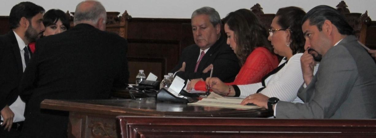 Rechaza Verónica Martínez hablar sobre ausencia de Riquelme con EPN