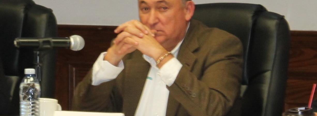 Le otorgan licencia a Isidro López