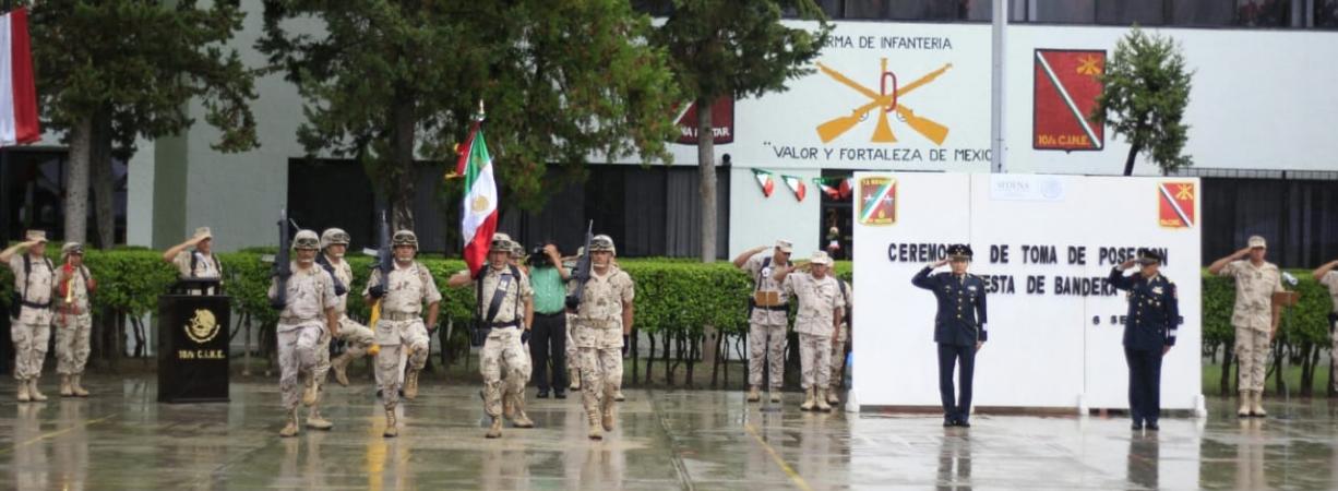 EN CEREMONIA DE TOMA POSESIÓN Y PROTESTA DE BANDERA, ASUME FUNCIONES NUEVO COMANDANTE DE LA GUARNICIÓN MILITAR.