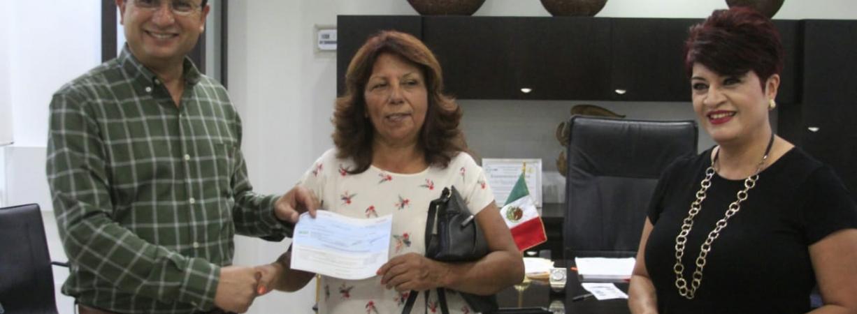 PAGAN PÓLIZA DE SEGURO A DOS AMAS DE CASA QUE  OPORTUNAMENTE PAGARON EL PREDIAL.