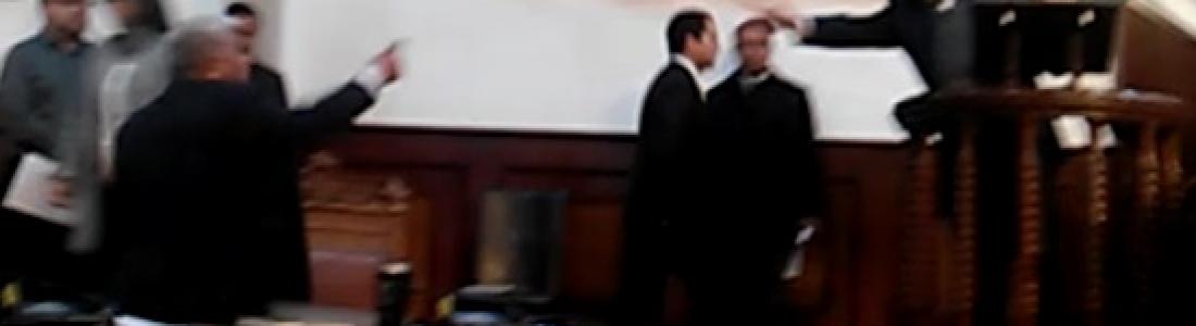Juicio contra auditor genera violencia entre diputados