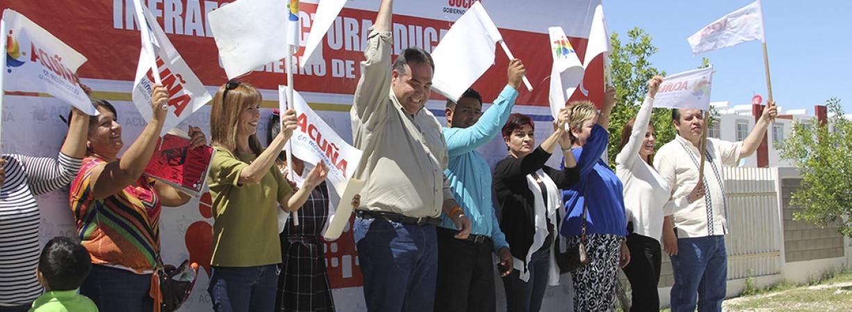 ARRANCAN OBRA DE CONSTRUCCIÓN DE TECHO MALLA SOMBRA EN LA ESCUELA PRIMARIA HUMBERTO JIMÉNEZ GARZA.