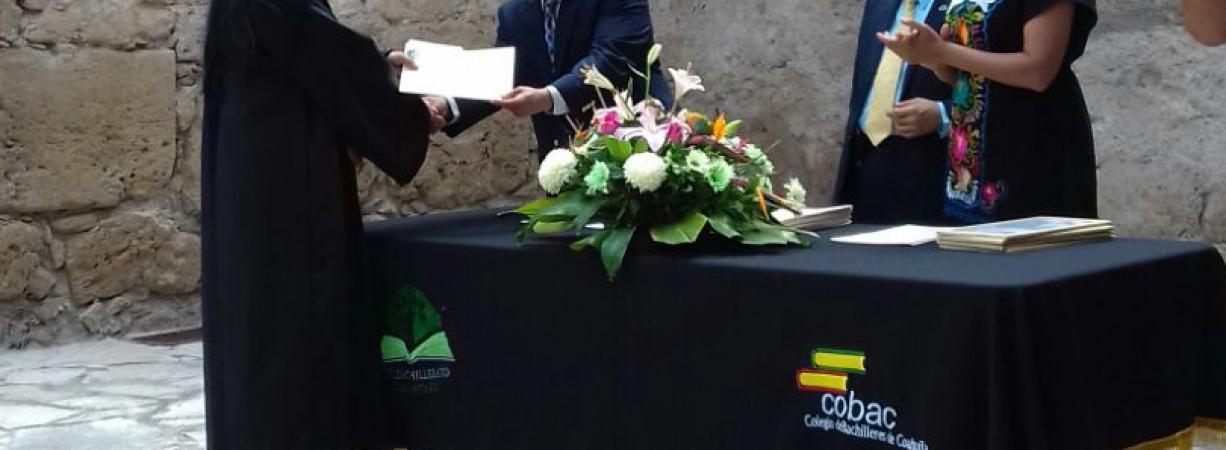 PRESENTE EL EJIDO CALLES, EN GRADUCIÓN REGIONAL DE ESTUDIANTES DE TELEBACHILLERATO.