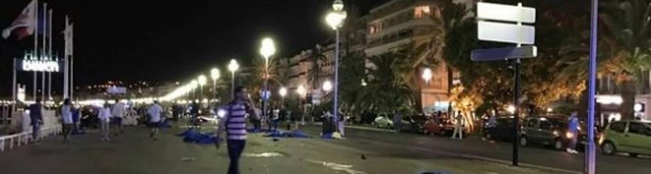 Camión atropella a una multitud en Niza y causa decenas de muertos y heridos