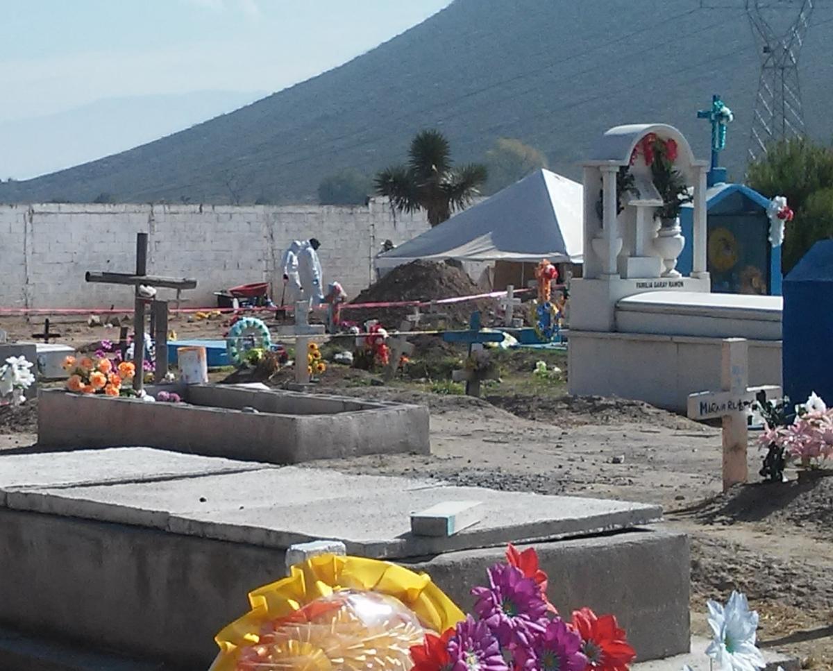Exhuman 7 cuerpos de fosa  común en Saltillo
