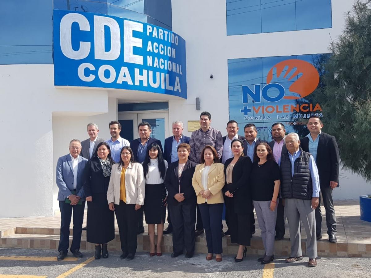 Se reúnen diputados y alcaldes del PAN