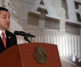 """Arrestan a García Luna en EU acusado de recibir sobornos de """"El Chapo"""" Guzmán"""
