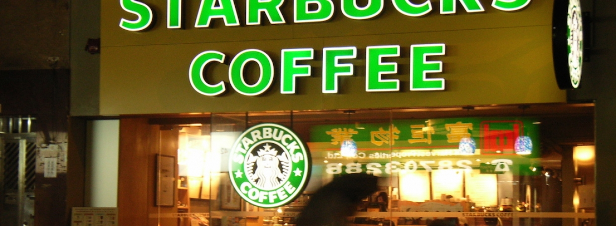 Starbucks anuncia que contratará 10 mil refugiados en respuesta al veto de Donald Trump