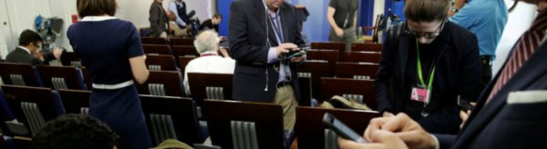 La Casa Blanca prohíbe acceso a conferencia a CNN, NYT y otros medios