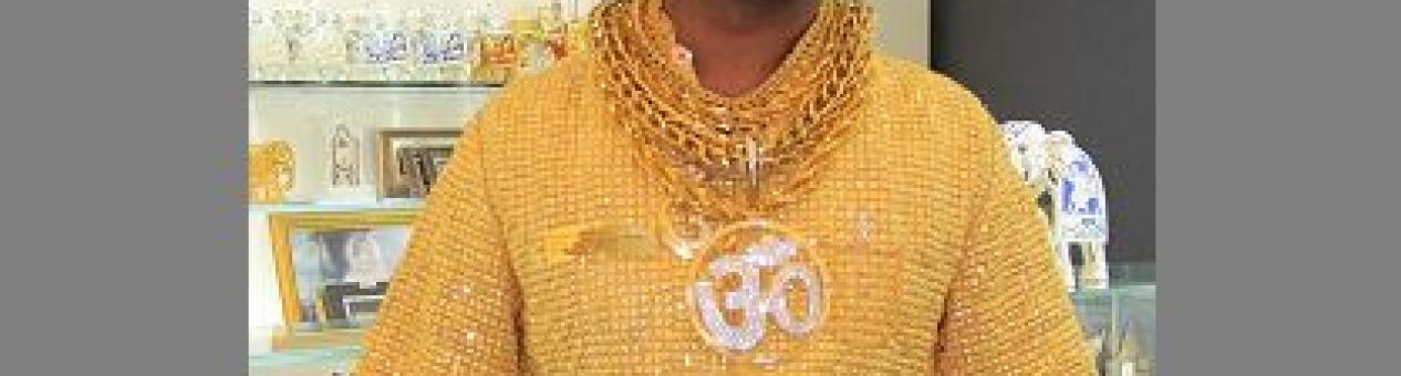 Asesinan al millonario indio famoso por su camisa de oro