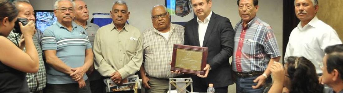 Alcalde recibe reconocimiento por parte de Pensionados