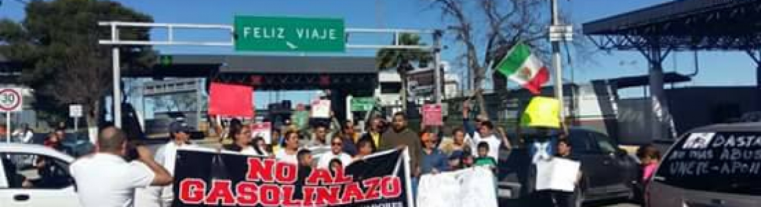 """EN ACUÑA CIERRAN ACCESO AL PUENTE INTERNACIONAL Y RECAUDACIÓN DE RENTAS, PROTESTAN CONTRA EL """"GASOLINAZO"""""""