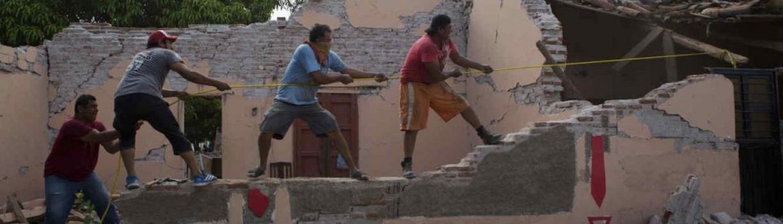 Autoridades de Oaxaca citan a una niña que criticó en Facebook el desvío de víveres