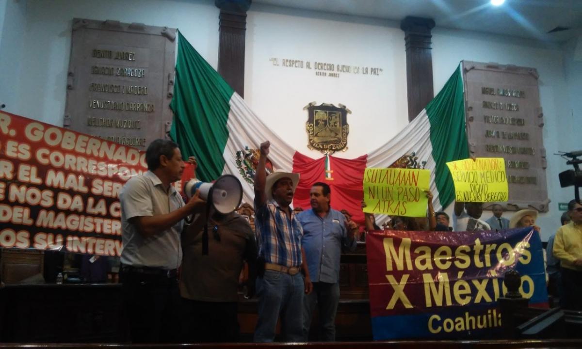 Por protesta de maestros diputados suspenden sesión