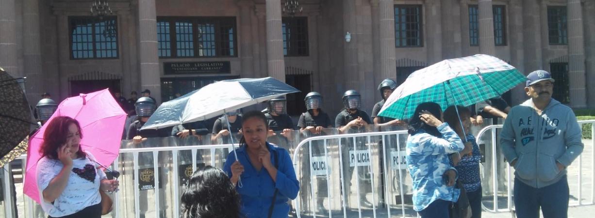 Rechazan PAN, UDC y Morena uso de fuerza contra maestros; PRI dice que no hubo abusos