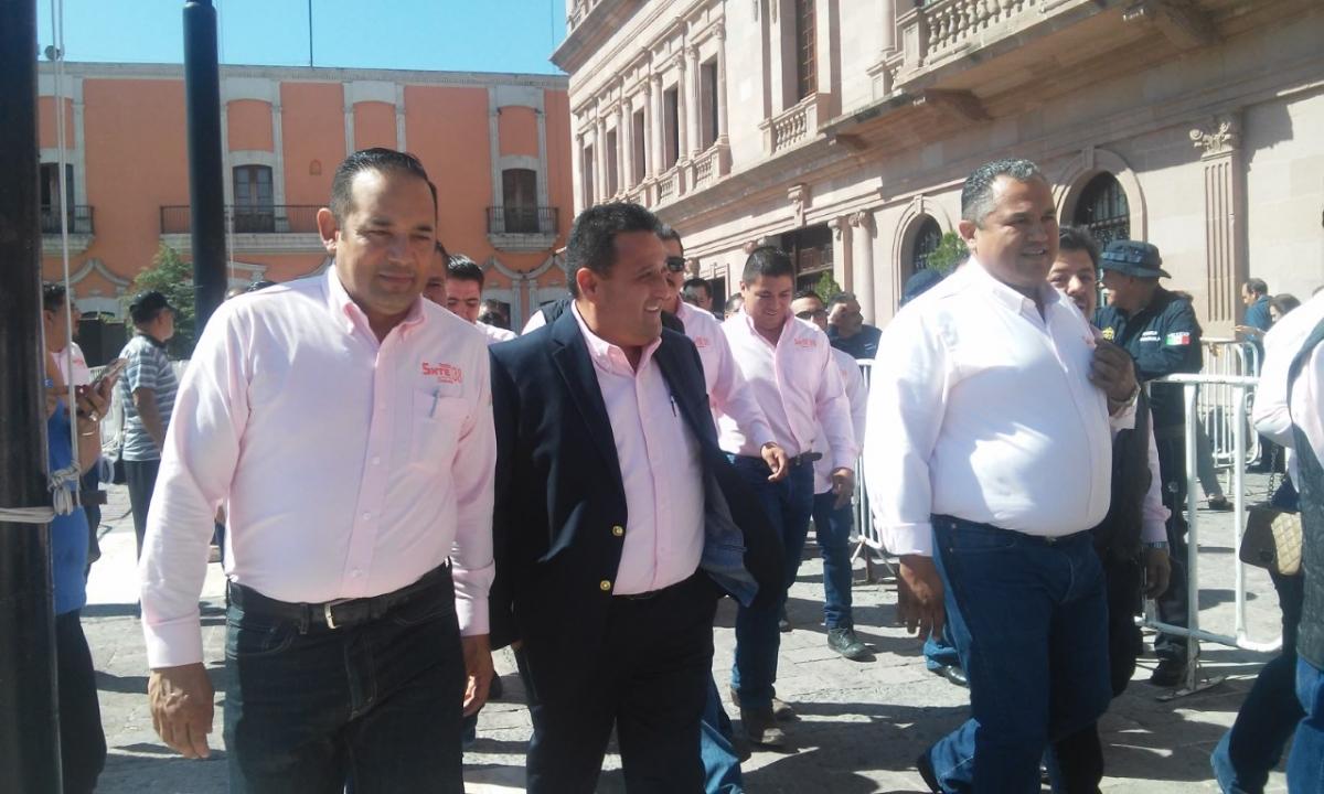 """Riquelme y sección 38 se """"fusilan"""" iniciativa de maestros"""