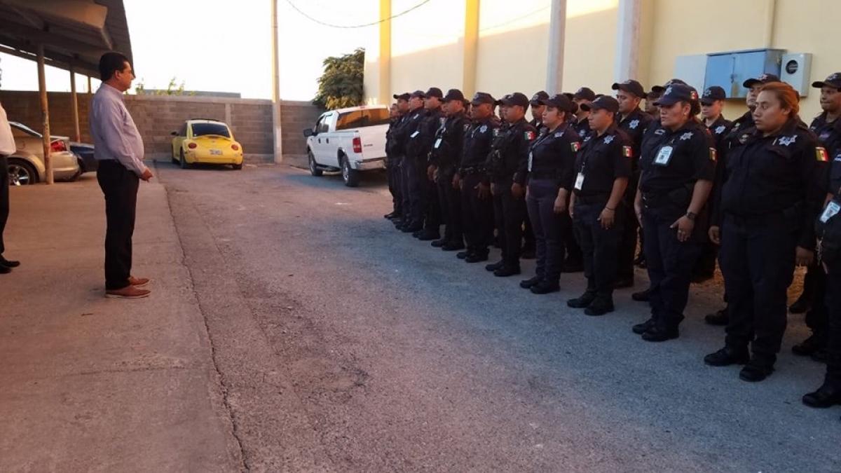 RECONOCEN EL DESEMPEÑO DE DOS OFICIALES DE LA POLICÍA MUNICIPAL, NOMBRADOS COMO LOS POLICÍAS DEL MES DE AGOSTO.